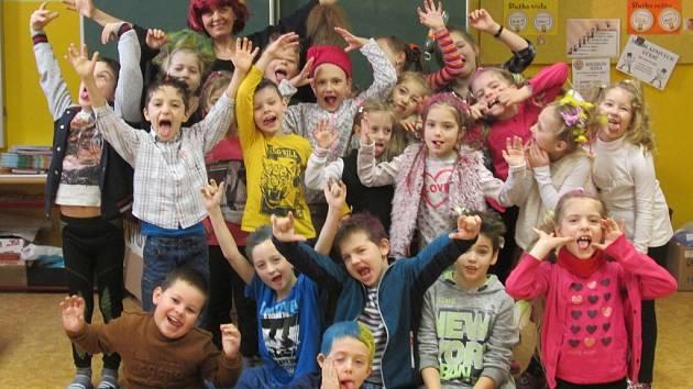 Den s bláznivými účesy si užily v kaplické základní škole Fantova žáci i učitelé. na snímku třída II.C.