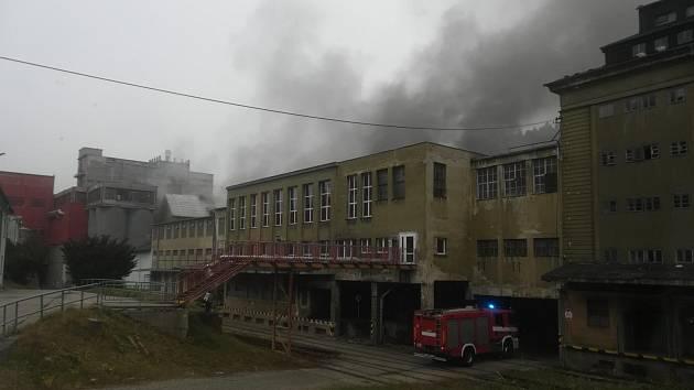 Požár papírenského stroje ve Větřní 11. listopadu 2019.