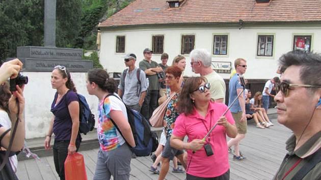 Turisté v Českém Krumlově.