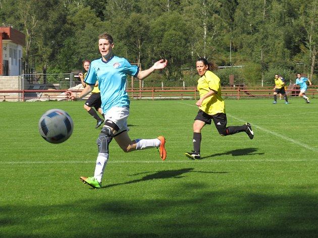 Fotbalová divize žen (skupina D) – 2. kolo: FK Spartak Kaplice (modré dresy) – TJ Blatná 15:0 (6: