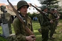 Na křemežském náměstí se utáboří vojáci z 26. pěší divize, která tam byla i v roce 1945.