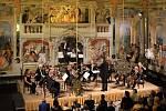 Na 23 koncertů přišlo 21 200 návštěvníků. Koncert v Maškarním sále.
