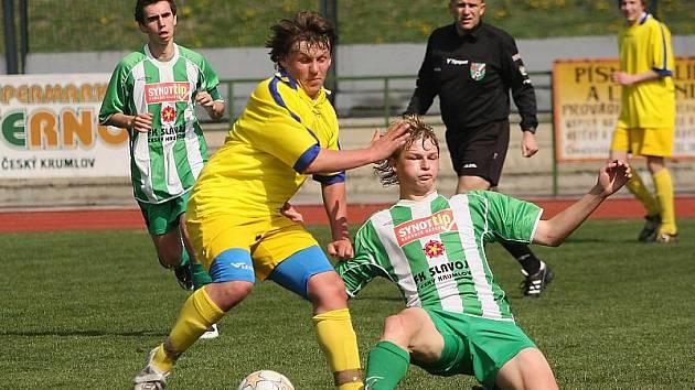 Fotbalové utkání A skupiny divize staršího dorostu / FK Slavoj Český Krumlov - SK Benešov 1:0 (0:0).