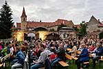 Koncert v Pivovarské zahradě v Českém Krumlově.