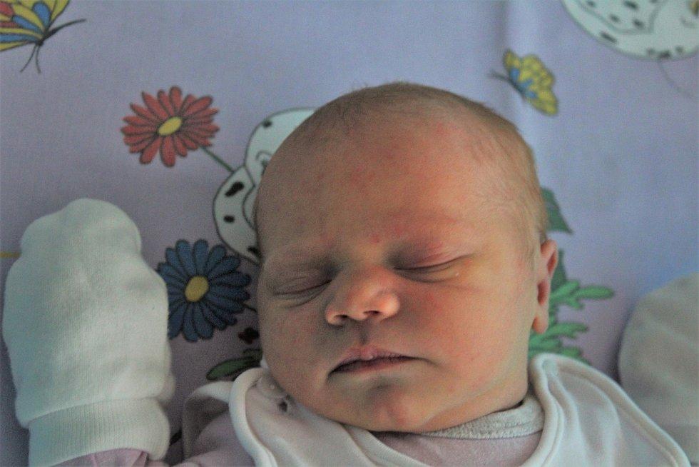 Veronika Interholzová, nová občanka Kaplice, se narodila 7. prosince 2019 v 01.08. Vážila 3 455 gramů. Veronika je první miminko Evy Štádlerové a Pavla Interholze. Tatínek svou dceru na světě přivítal přímo u porodu.