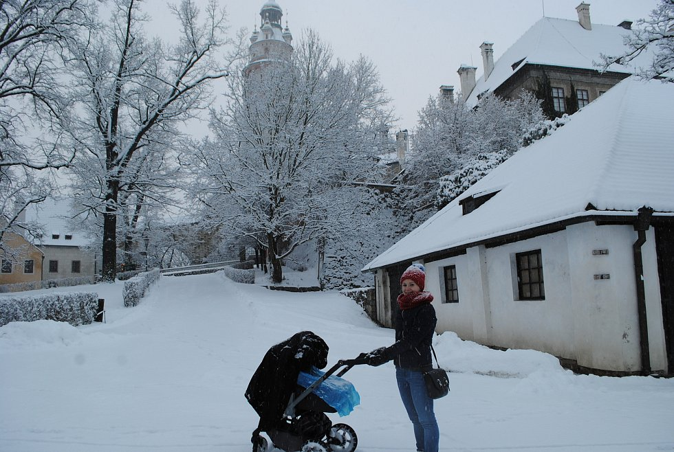 Do zasněženého rána se probudili obyvatelé České Krumlova.