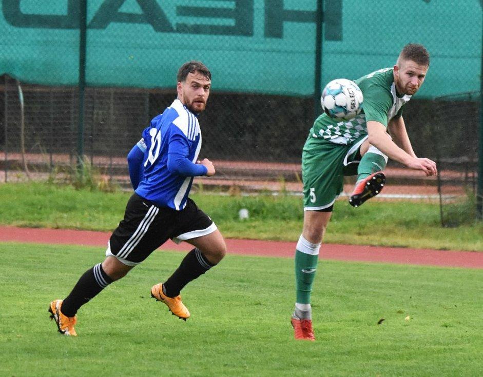 Fotbalisté Českého Krumlova (v zeleném) vstupují do nové sezony jako jedni z favoritů krajského přeboru.