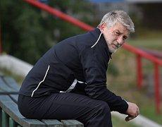 Trenér fotbalistů krumlovského Slavoje Václav Domin už vyhlíží nadcházející sezonu, kdy zelenobílé čekají bitvy v atraktivní společnosti krajského přeboru.