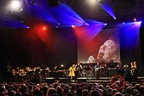 Karel Gott potěšil své příznivce vystoupením na večeru Mezinárodního hudebního festivalu v Českém Krumlově.
