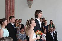 Ve Zlaté Koruně se dnes vdávala zpěvačka Parní Anny Vrábková. Na obřadu jí hrála na housle kolegyně z kapely  Markéta Kazdová.