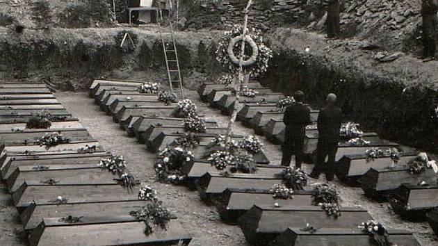 Pohřeb obětí transportu smrti se v Omlenici uskutečnil 30. května roku 1946.