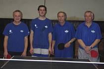 Suverénní vítěz okresního přeboru 2011/12 - první tým Vltavanu Loučovice. Na snímku zleva: Pavel Jaroš, Martin Švihálek, František Dibitanzl a Pavel Mleziva (chybí Josef Toth).