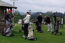 Dříve louky zarostlé bodláky, dnes moderní golfové hřiště - tak se změnila Svachova Lhotka.