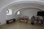 Truhlářští učni mají ve Chvalšinách moderně vybavené a velmi prostorné dílny.
