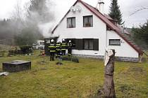 U Malšína vyhořela chata, škoda byla 100 tisíc korun.