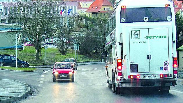 Například v Českém Krumlově se silnice až leskla, jak to klouzalo.