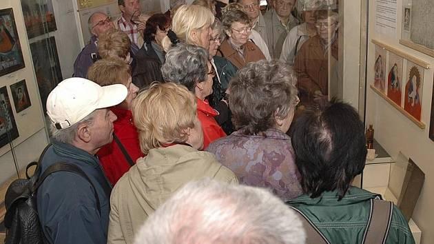 Více než tři stovky lidí se zúčastnily prohlídky muzea v rakouském Sandlu.