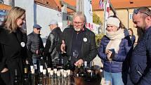 Festival vína Český Krumlov 2021 byl tradičně zahájen na vinici v klášterní zahradě. Návštěvníci mohli mimo jiných ochutnat pití z odrůdy Solaris pěstované v Českém Krumlově. Takže víno ročníků 2017, 2018, 2019. Také výbornou grappu z roku 2018, vínovici