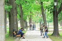 Oplocení historické části kaplického parku vyčistilo podle místních strážníků toto prostranství od partiček, které zde v nočních hodinách okupovaly lavičky a popíjely alkohol.