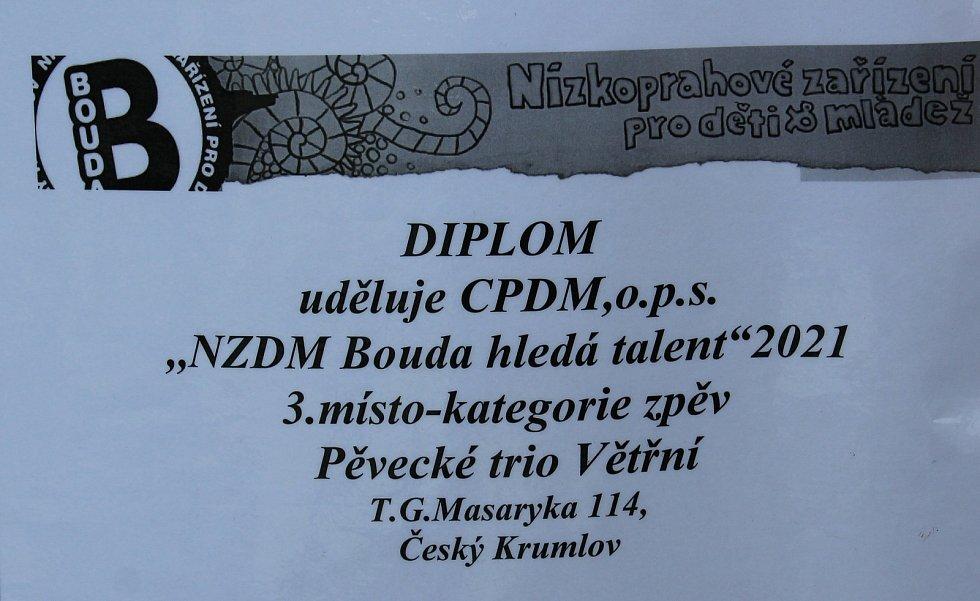 Skupina romské mládeže Držme Za Jeden Provaz ve Větřní.