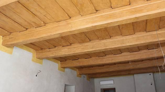 Zrestaurovaný barokní strop v domě na náměstí Svornosti č. 2.