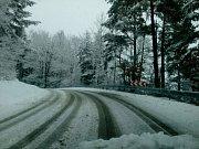 Silnice jsou s opatrností sjízdné.