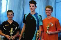 Nejlepší hráči elitní chlapecké kategorie I (zleva) – stříbrný Jakub Harenčák, zlatý Martin Fesl a bronzový Tomáš Hložek.