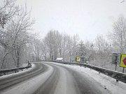 Z Dolního Dvořiště do Českých Budějovic. Stále sněží, ale cestáři silnice pravidelně prohrnují, a tak jsou s opatrností sjízdné.