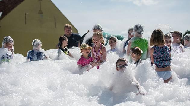 Děti si při zábavném odpoledni v Zahrádce pěkně vyřádily.