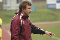 Starší žáci českokrumlovského Slavoje dělali trenéru Janu Petříkovi (na snímku) v minulé sezoně většinou jen radost.