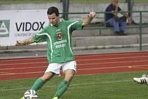 Běžela 29. minuta utkání mezi krumlovským Slavojem a pražským Zličínem, když domácí obránce Jakub Kabele od postranní čáry přesným centrem našel kanonýra Rosůlka, jenž hlavou vstřelil svůj šestý gól v sezoně a zajistil zelenobílým tři body.
