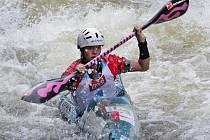 Jedním z nejžhavějších krumlovských želízek na šampionátu v USA je Anežka Paloudová, která se představí na kajaku (na snímku) i na kanoi.