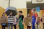 Den otevřených dveří na krumlovské TéGéeMce se vyvedl - a dobrovolné příspěvky za výrobky a občerstvení vynesly rekordní částku pro adoptivního syna školy Munasheho