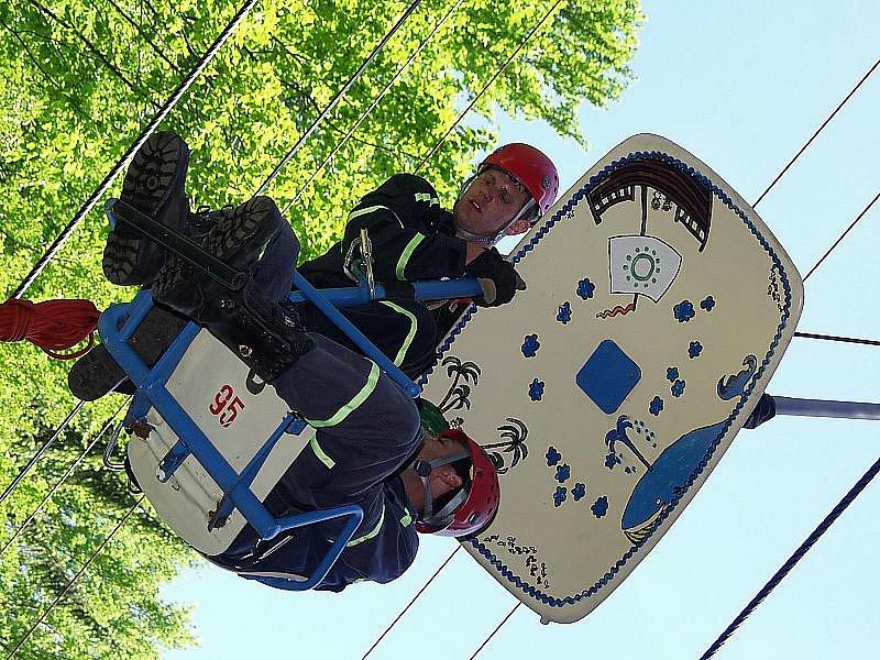 Lanovku na Kleť, kterou provozuje obec Holubov, nevyužívají jenom cestující, ale občas také hasiči pro svá cvičení.