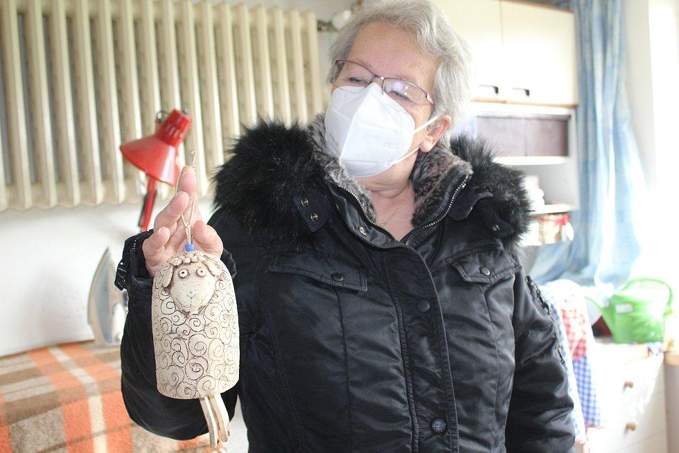 Božena Majerová miluje práci s hlínou. Pořád zkouší něco nového.