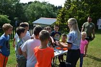 Policisté z Oddělení tisku a prevence včera dopoledne navštívili letní dětský tábor v Hořicích na Šumavě.