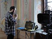Režisér Daniel Habrda (na snímku) pohádku natáčel v českokrumlovském Prokyšově sále, na Novém Městě a na nádvoří Městské knihovny.