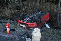 Nehoda osobního automobilu v Loučovicích.
