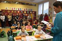 První školní den v září v ZŠ Plešivec. Tehdy ještě děti nemusely mít nasazenou roušku.