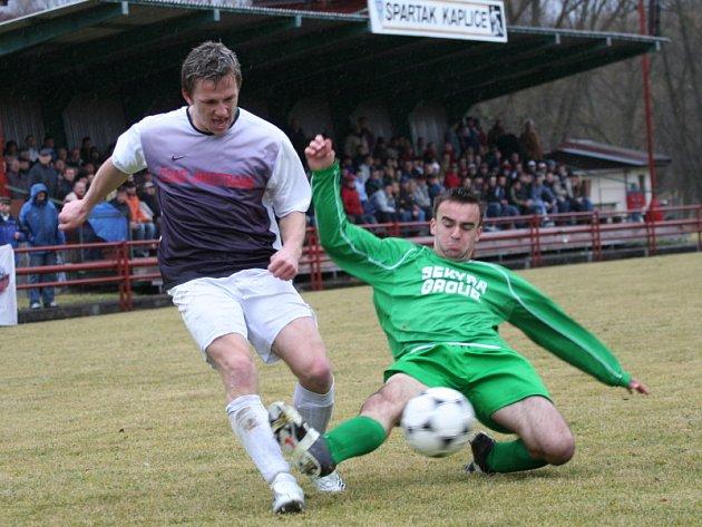 Fotbalové derby lídrů krajského přeboru mezi FK Spartak Kaplice a FK Slavoj Český Krumlov.