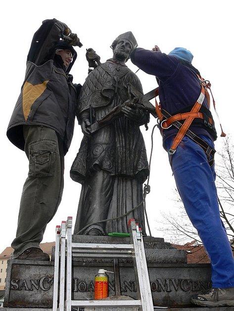 Ivan Houska (vlevo) bude mít na starosti restaurátorské práce na sochách z Lazebnického mostu.