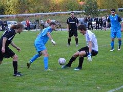 Kájovský útočník Andrij Didkivský si v této chvíli na mladého krumlovského brankáře Fabiána Bílého nepřišel, ale gólem do šatny otevřel skóre a tato trefa se ukázala jako vítězná.