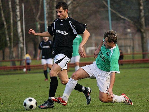 Fotbalové utkání krajského přeboru mužů / FK Topmen Spartak Kaplice - FK Slavoj Český Krumlov 0:3 (0:3).