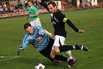 Po dlouhých patnácti zápasech se Českokrumlovští na šestnáctý pokus dočkali výhry nad Kaplicí, i když v této situaci z výborné první půle agilní kapitán Slavoje David Benc na skvělého Luďka Kopřivu nevyzrál.