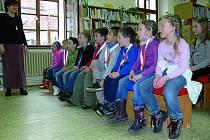 1. D a březnový měsíc čtenářů. První třída ze Základní školy Za Nádražím v Českém Krumlově se učila v prostředí městské knihovny.