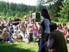 Divadelní představení na hradě Louzek.
