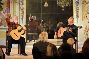 Koncert Štěpána Raka a jeho syna Jana-Matěje Raka v Maškarním sále českokrumlovského zámku.