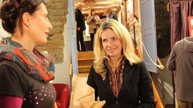 Lea Konvalinková na výstavě ve Velešíně.