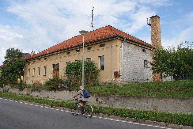 Bývalý dům s pečovatelskou službou.