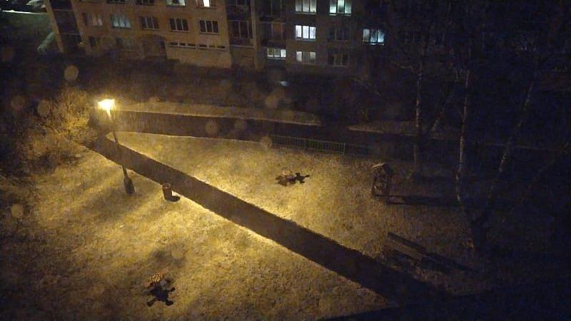 Pondělní večer přinesl sníh. Takto vypadala situace v Kaplici.